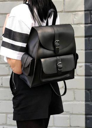 Стильный черный городской рюкзачок из эко-кожи с карманами вместительный рюкзак