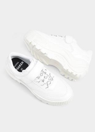 Новые массивные кроссовки на липучке