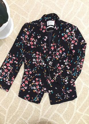 Пиджак жакет чёрный в цветочный принт
