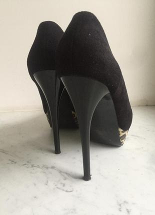 Трендові туфлі з леопардовим принтом