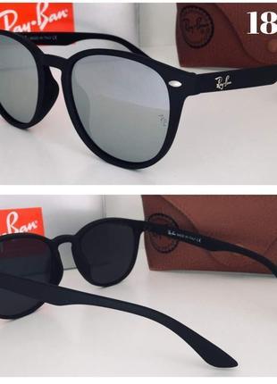 Стильные солнцезащитные очки зеркальные в матовой оправе