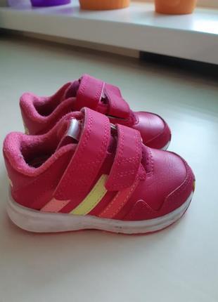 Фирменные кроссовки adidas р-р 20