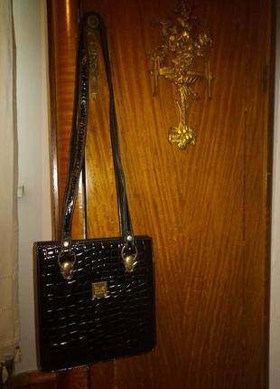 Стильная кожаная лаковая сумочка
