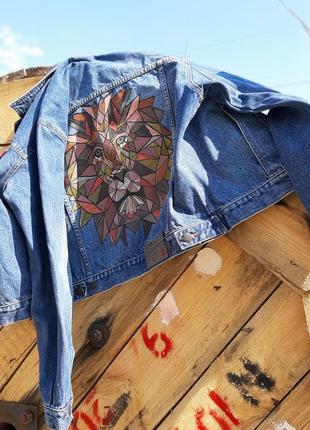 Джинсовая куртка с рисунком джинсовка