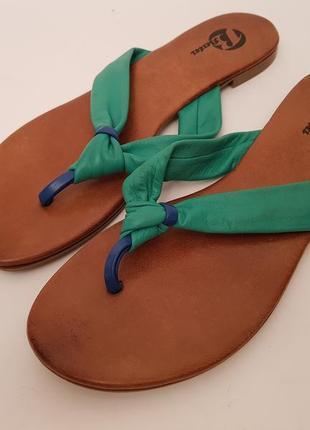 Красивые удобные яркие кожаные шлепанцы#сабо bata