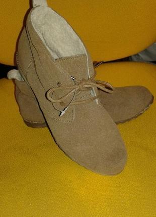 Классные , новые, комфортные 100 % натуральная замша демисезонные ботинки, размер 37.