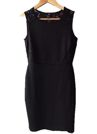 Базовое черное платье h&m с ажурными вставками размер м