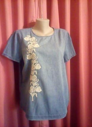 Джинсовая блузка с вышивкой
