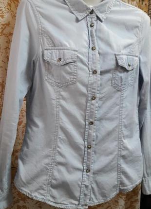 Легкая джинсовая рубашка