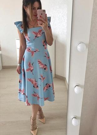 Шикарное платье в модный принт