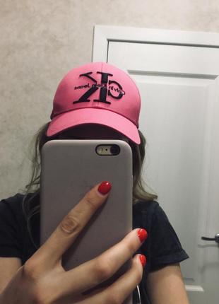 Женская кепка calvin klein +одна в подарок
