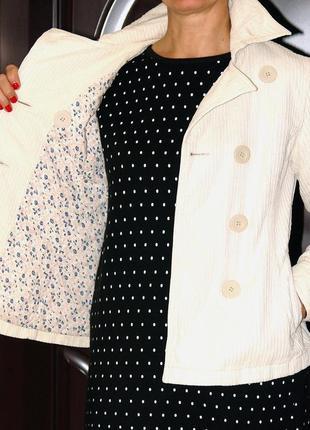Стильная короткая вельветовая весенняя куртка цвета топленого молока. куплена в париже