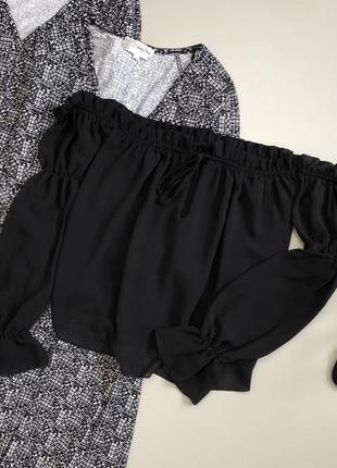 Стильная блуза со спущенными плечами и оборкой / воланами italy
