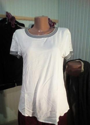 Бело-черная футболка