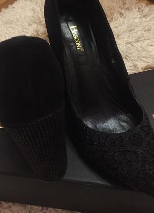 Шикарні замшеві туфлі basconi