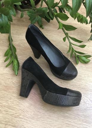 Натуральные туфли на устойчивом каблуке 25 см.