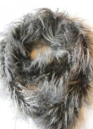 Эффектный шарф-боа из натурального меха тибетской ламы