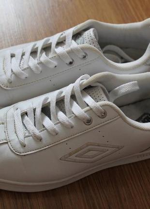 Удивительные женские оригинальные кроссовки белого цвета umbro trite