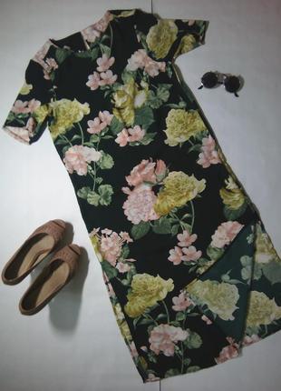 Неймовірна сукня з актуальними квітами, і розрізами