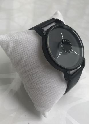 Красивые женские наручные часы черные2 фото