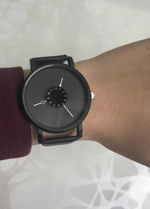 Красивые женские наручные часы черные1 фото