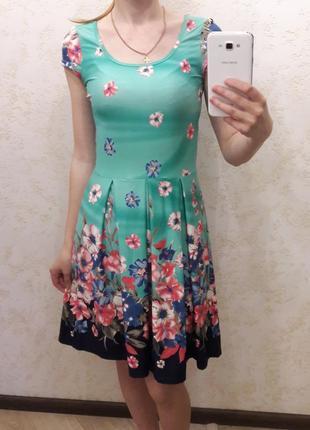 Летнее платье в цветах noname