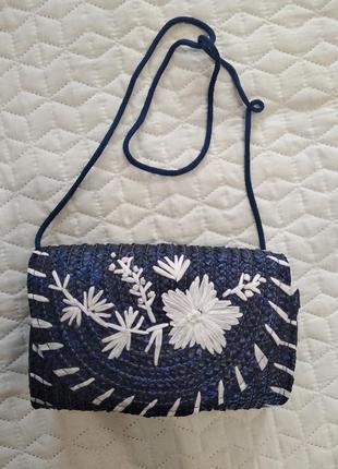 Стильная сумочка из натуральной соломы