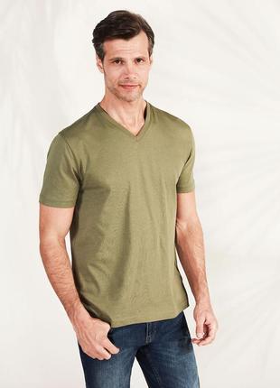 Мужская футболка хаки lc waikiki / лс вайкики с v-образным вырезом