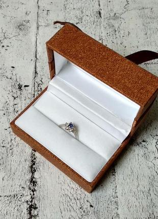 Нарядное кольцо с цирконием из серебра 925 пробы