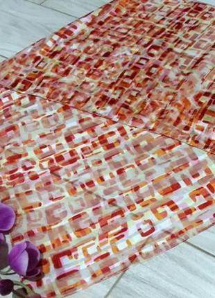 Легкий оранжевый шарфик широкого спектра применения