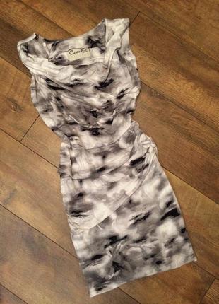 Платье облегающее по фигуре