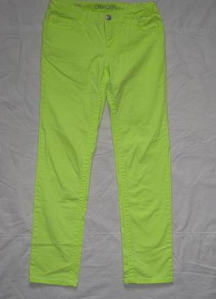 Актуальные яркие джинсы на резинке