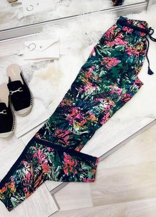 Легкі штани у квіти