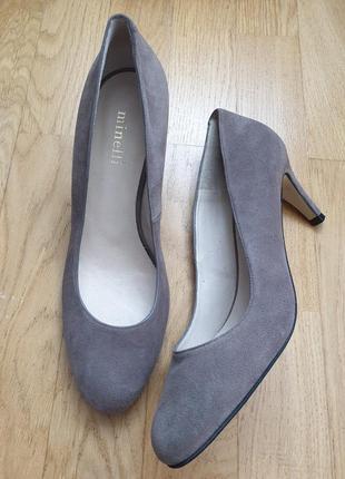 Туфлі із натуральної замші.