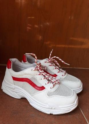 Белые летние кроссовки в сеточку на толстой подошве4 фото