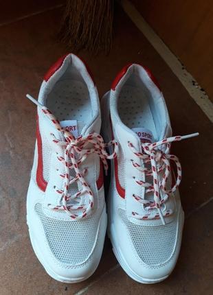 Белые летние кроссовки в сеточку на толстой подошве5 фото