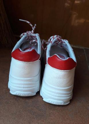 Белые летние кроссовки в сеточку на толстой подошве6 фото
