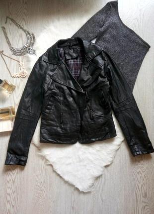 Утепленная черная куртка косуха кожанка с молниями замками и карманами короткая