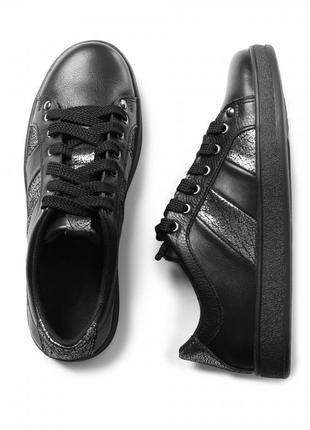 Стильные кожаные кеды черные, белые натуральная кожа