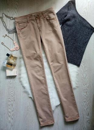 Бежевые пудровые светло розовые джинсы скинни с вышивкой длинные на высокий рост