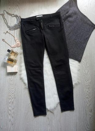 Черные джинсы скинни с молниями спереди и напылением под кожаные американки брюки штаны