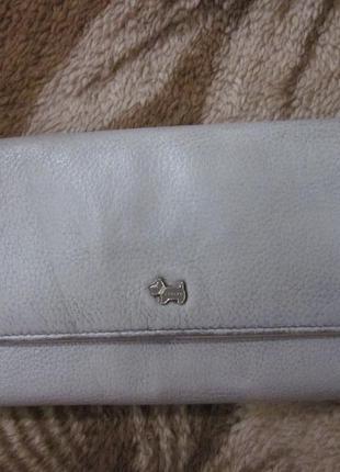 Отличный большой кожаный кошелек бренда radley в модной серо-пудровой гамме