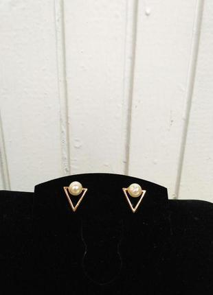 Новые,шикарные модн красивые серьги сережки маленькие гвоздики жемжуг  цвет золото нежные