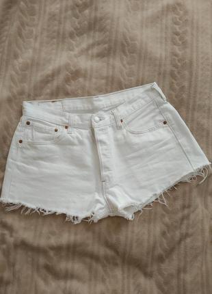 Белые джинсовые шорты короткие levi's 501