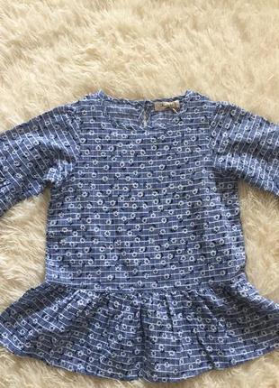 Голубая блузка с баской в цветочек