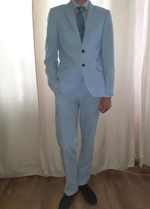 c0f1c166bf2 Шикарный костюм светло-голубого цвета на выпускной+ рубашка+ галстук размер  182 92