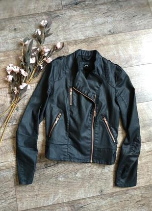 Короткая куртка косуха от h&m черная-s-ка