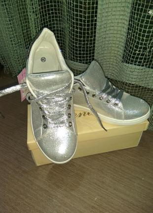 Модные кеды-слипоны на шнурках