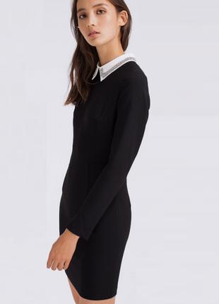 Классическое черное платье с белым воротничком