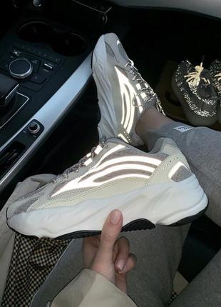 Шикарные кроссовки adidas yeezy 700 white рефлектив